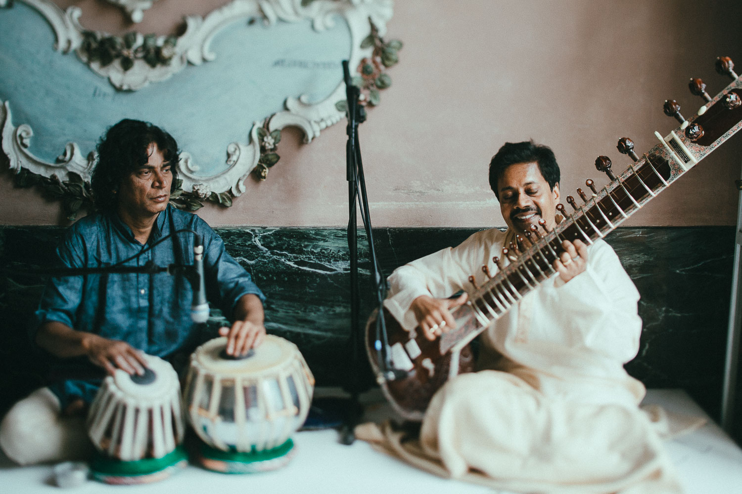 indian-musicians-como-lake-wedding (2).jpg
