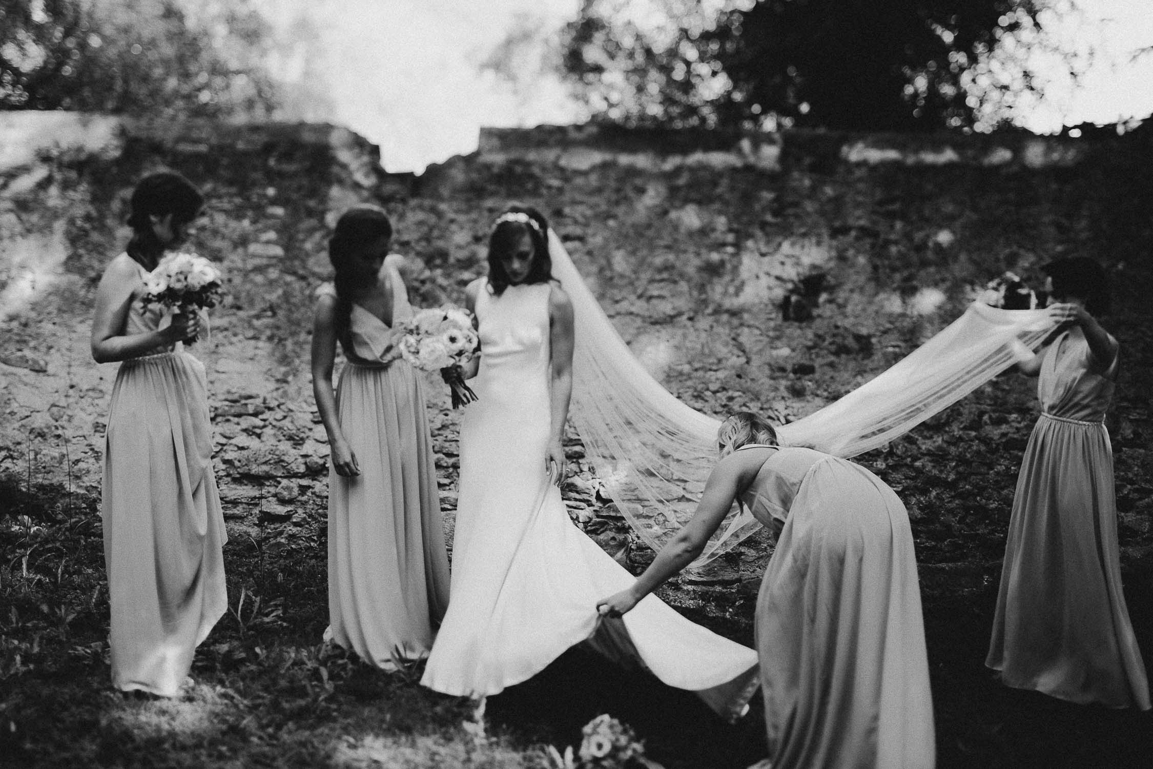bridal-party-in-tuscany (1).jpg