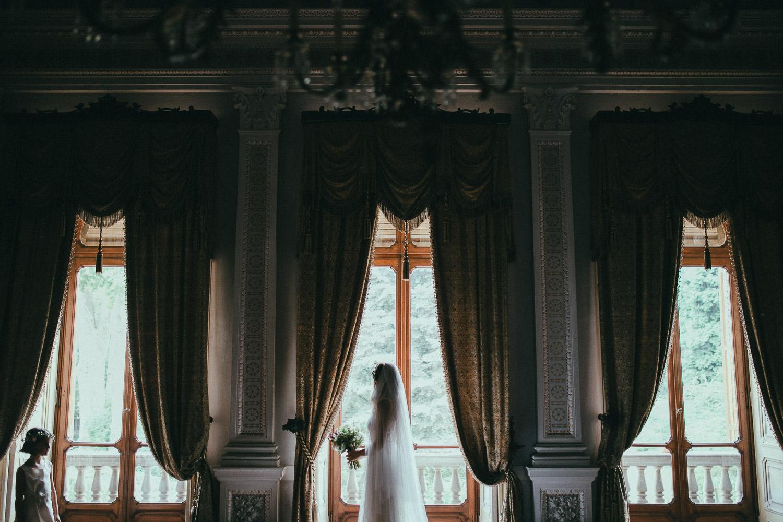 43-bride-and-flower-girl.jpg