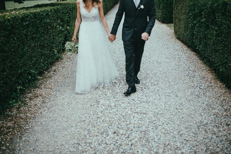 78-couple-portrait-walking.jpg