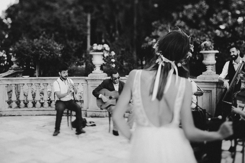 108-bride-dancing-gipsy-band.jpg