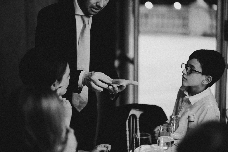 114-wedding-magician.jpg