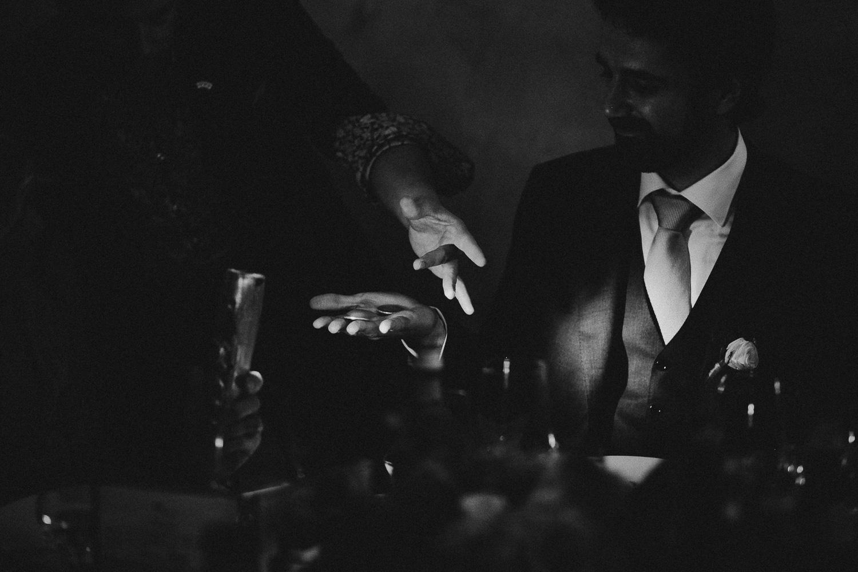 116-wedding-magician.jpg