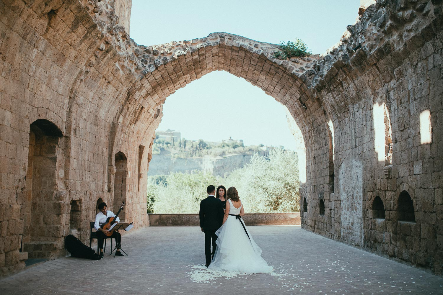 michelle + lucas / badia di orvieto, italy  ___  elopement  photo