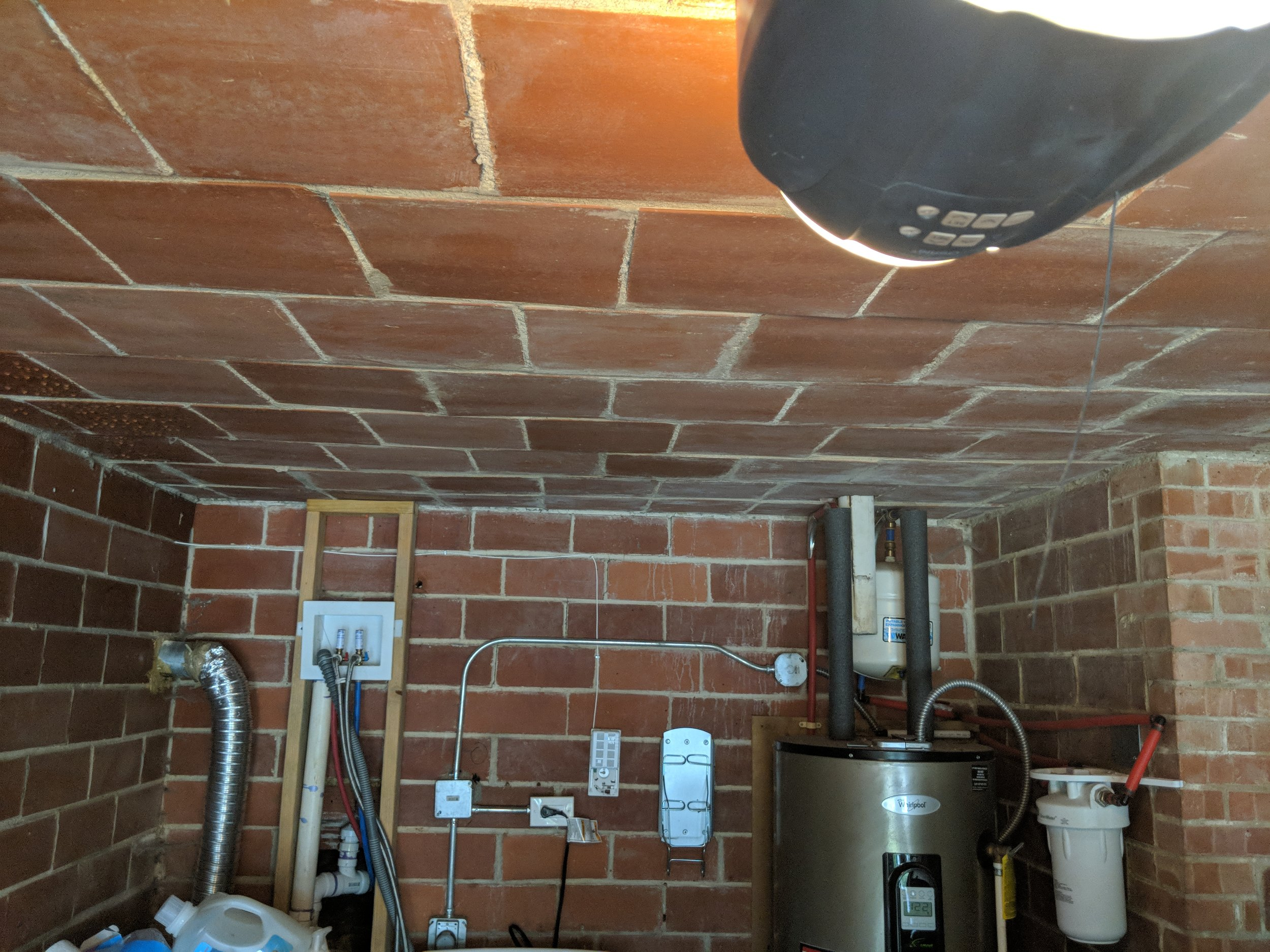 This is the garage ceiling and walls - no ribbing, the smooth side is turned out as there is no finish layer applied.