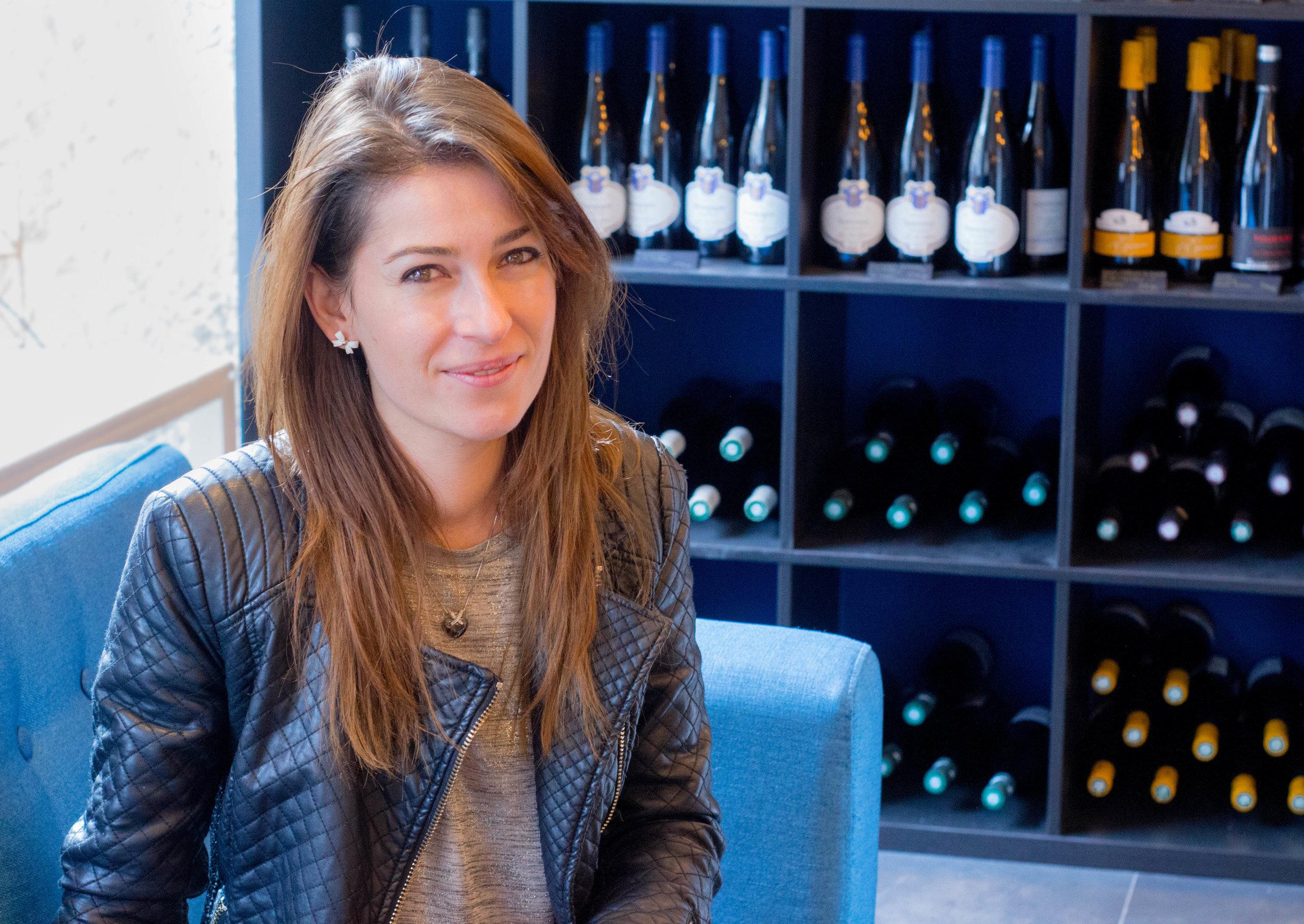 L'Apogée du vin - Enora Le Roy, caviste indépendante, chineuse d'artisans vignerons