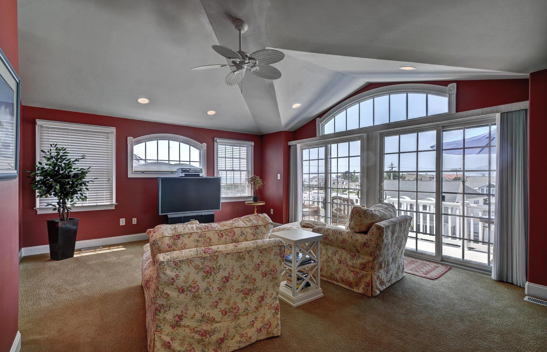 321 16th Street Brigantine NJ-large-021-21-Master Bedroom Sitting Room-1500x966-72dpi.jpg