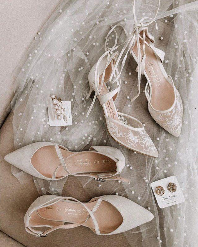 Женская слабость😍 ⠀ Когда, как не перед свадьбой, подарить себе радость надеть самые красивые туфельки?💕 Мы создали для невест именно такие: мягкие, удобные, с эксклюзивным дизайном и почти неощутимы на ножке. ⠀ Они идеально подходят ко всем нашим платьям и станут отличным дополнением твоему гардеробу после свадьбы.😉 ⠀ В наших бутиках доступны несколько цветов и вариантов каблучка. Детали – в Direct.💌