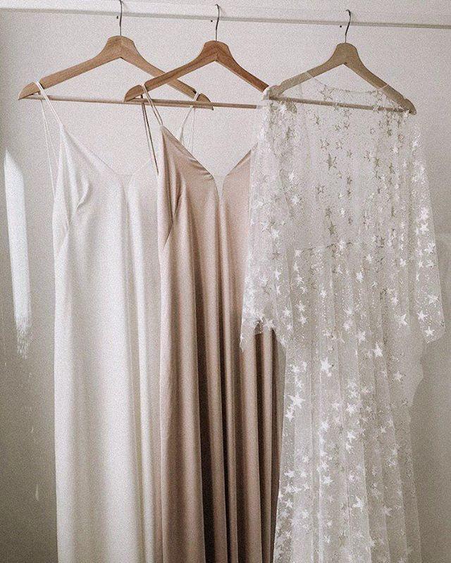 Создаём сказку вместе!🙌🏻 ⠀ Звездное #dress_Rea – это искренний полет фантазии и холст для экспериментов. Образ с таким нарядом становится абсолютно магическим и сказочным.✨ Сияющий принт ловит каждый лучик света, переливаясь разнообразными красками. ⠀ Основой искристого верхнего платья являются струящиеся комбинации от @dream_dress_dress.💕 На фото они представлены в двух идеальных оттенках: молочном🥛 и карамельном🍨. ⠀ Какой тебе нравится больше? Голосуй в комментариях!💭 ⠀ 🔖Цена платья: 47.500₽. Комбинация: 16.000₽.