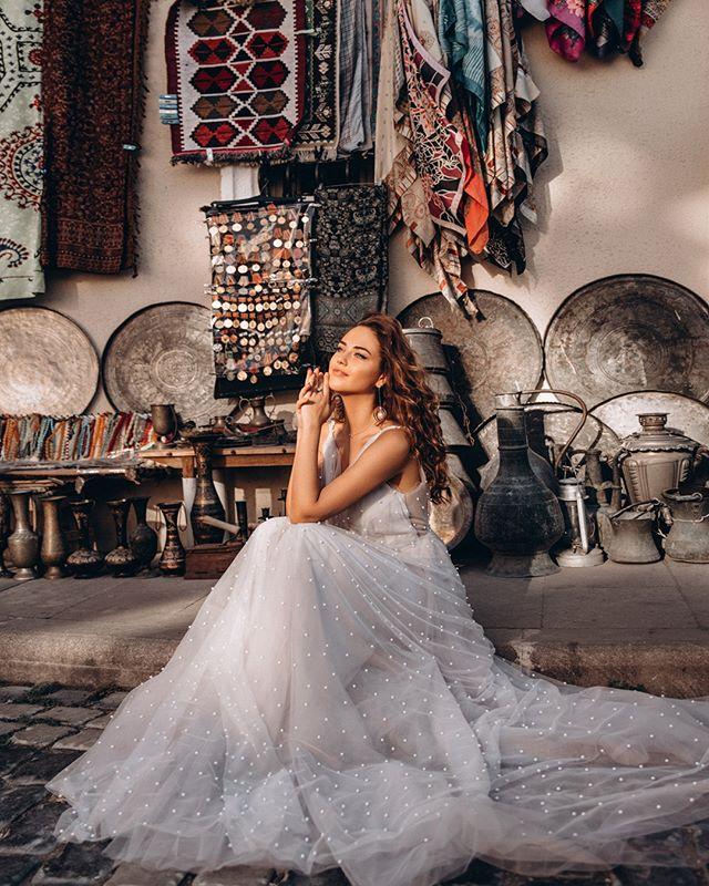 Магия утра и @dream_and_dress❣️ ⠀ Каждое платье в наших коллекциях – не случайно. Каждое имеет своё уникальное название и несет свою непередаваемую атмосферу.💫 ⠀ Важны детали: от фасона до пуговок, которыми будет украшена спинка или манжеты. ⠀ #dress_Verona – яркий тому пример. Фактура, посадка, россыпь жемчуга и непередаваемо сказочный оттенок – все завораживает и влюбляет в себя.🔥 ⠀ 🔖47.000₽ ❣️Количество ограничено. Записывайся на примерку по ссылке в описании или пиши в Direct.💌