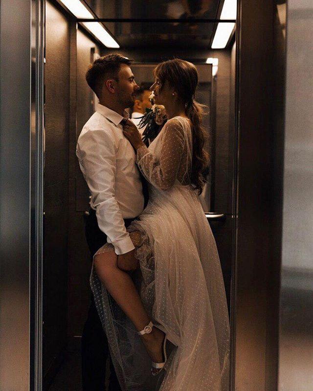 Встречай❣️ ⠀ Новая рубрика #невестыdreamanddress.💍 По этому хештегу ты найдёшь реальные фото наших замечательных невест. И не забудь заглянуть в highlights. Там ты найдёшь ещё больше снимков, а также искренние отзывы о нашем бренде.💕 ⠀ В карусели – невероятный образ невесты Валентины. Для своей романтичной свадьбы она выбрала #dress_Dora.🌾 ⠀ Наряд  из мягкой сеточки в мушку отлично подчеркнул настроение праздника и стиль невесты.😍 ⠀ Желаем нашей паре ещё больше ярких чувств и неисчерпаемого вдохновения друг от друга.♥️ ⠀ Платье доступно в фирменных бутиках @dream_and_dress. 🔖41.500₽.