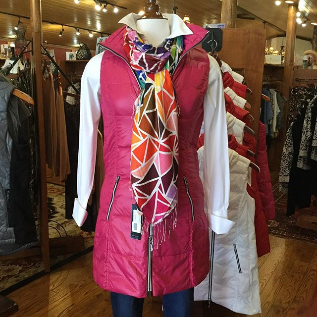 Just makes you smile to see this outfit!! #anorak #anorakvest  #sheppardandtucker  @sheppardtucker  #scarves #beautifuloutfit #welovethis #highcountrystyle #highcountrystylewaynesville #downtownwaynesville  #shoplocal #bestboutiqueever