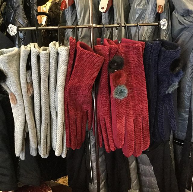 Fun gloves! #highcountrystyle #highcountrystylewaynesville #gloves #cutegloves #winteriscoming #bestboutiqueever #shoplocal #youneedthese