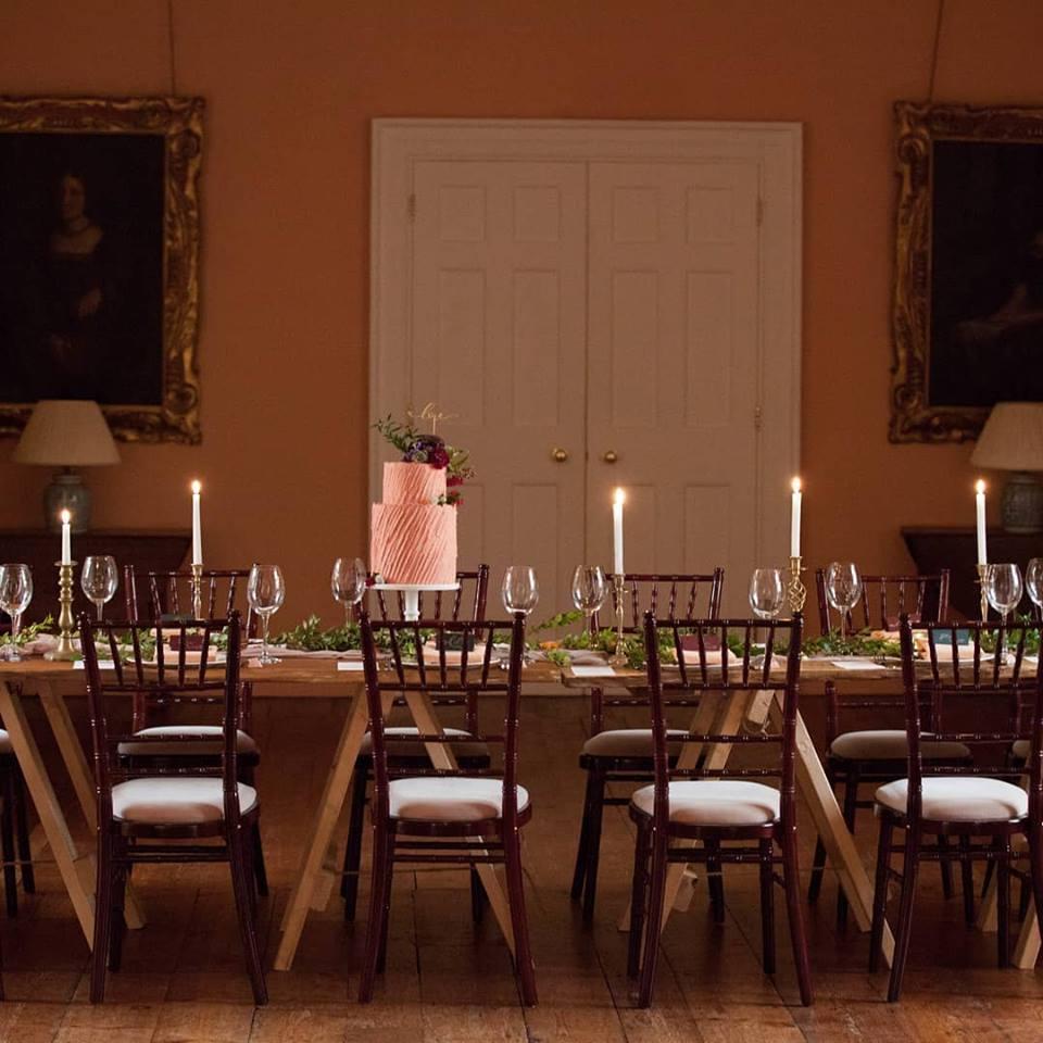 elegant wedding cakes Nottinghamshire