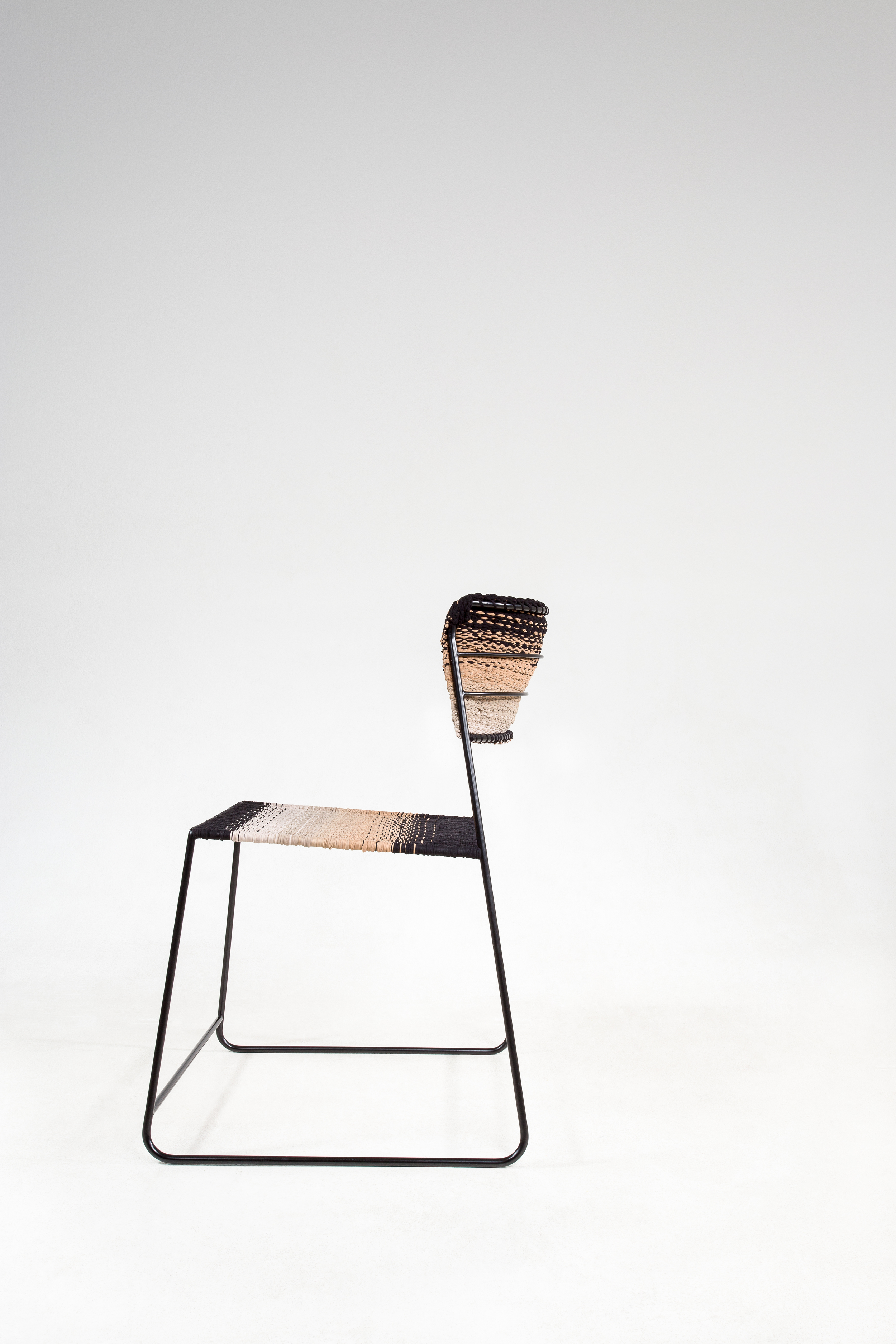 50 DEN - The chair made out of tights by Anna Herrmann