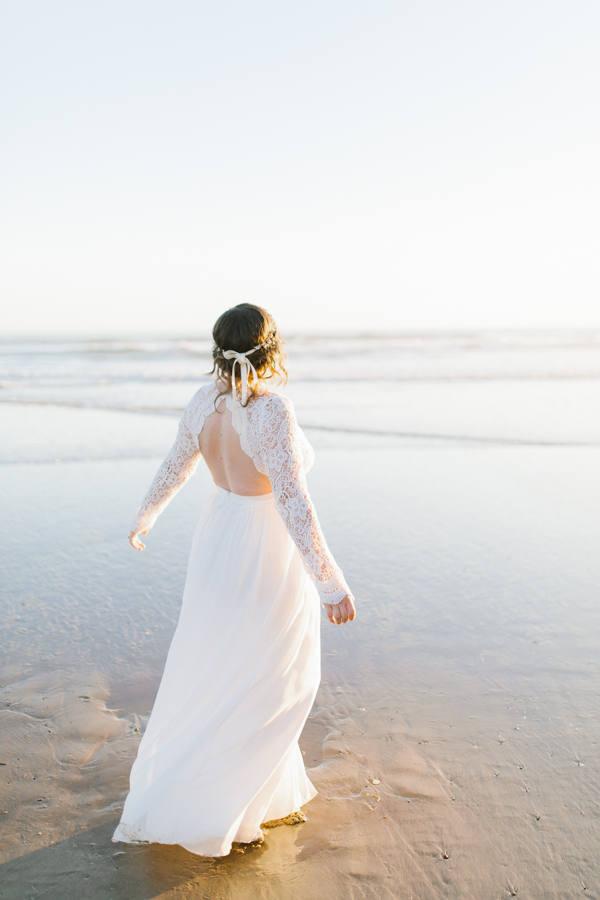 Oceanside Oregon Beach Wedding | Sunset Portraits by the Ocean | Oregon Bride | Oregon Wedding Photography | Wedding on the Beach | Bride and Groom Beach Portraits-15.jpg