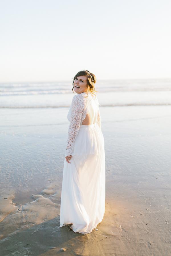 Oceanside Oregon Beach Wedding | Sunset Portraits by the Ocean | Oregon Bride | Oregon Wedding Photography | Wedding on the Beach | Bride and Groom Beach Portraits-17.jpg