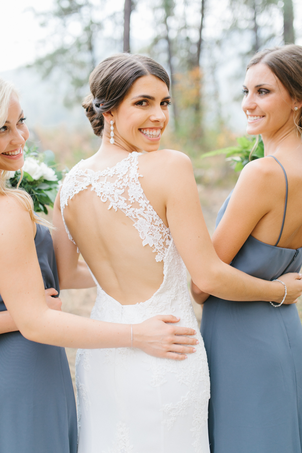 Grey and White Wedding in the Mountains of Leavenworth, Washington | Sleeping Lady | Classic and Timeless Wedding | VSCO | Bride with Bridesmaids | Grey Bridesmaids Dresses.jpg-2244.jpg