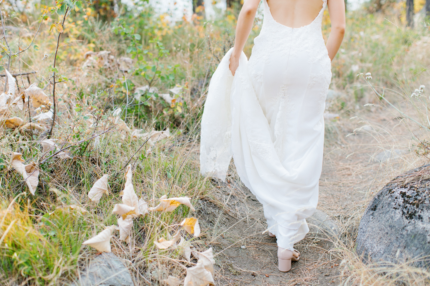 Grey and White Wedding in the Mountains of Leavenworth, Washington | Sleeping Lady | Classic and Timeless Wedding | VSCO | Bride with Bridesmaids | Grey Bridesmaids Dresses.jpg-2304.jpg