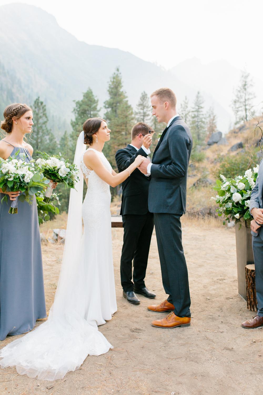 Grey and White Wedding in the Mountains of Leavenworth, Washington | Sleeping Lady | Classic and Timeless Wedding | VSCO | Leavenworth Wedding Ceremony at Sleeping Lady.jpg-1105.jpg