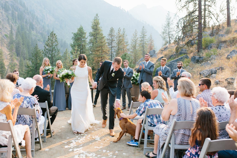 Grey and White Wedding in the Mountains of Leavenworth, Washington | Sleeping Lady | Classic and Timeless Wedding | VSCO | Leavenworth Wedding Ceremony at Sleeping Lady.jpg-1181.jpg