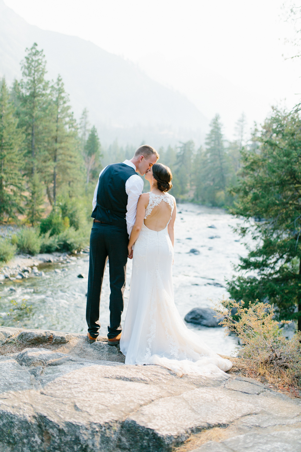 Grey and White Wedding in the Mountains of Leavenworth, Washington | Sleeping Lady | Classic and Timeless Wedding | VSCO | Stunning Mountain Top Bride and Groom Portraits on the Icicle River.jpg-1393.jpg