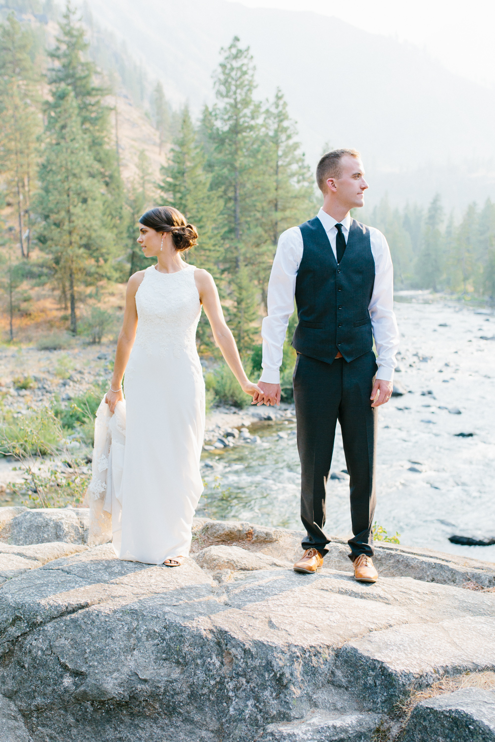 Grey and White Wedding in the Mountains of Leavenworth, Washington | Sleeping Lady | Classic and Timeless Wedding | VSCO | Stunning Mountain Top Bride and Groom Portraits on the Icicle River.jpg-1416.jpg