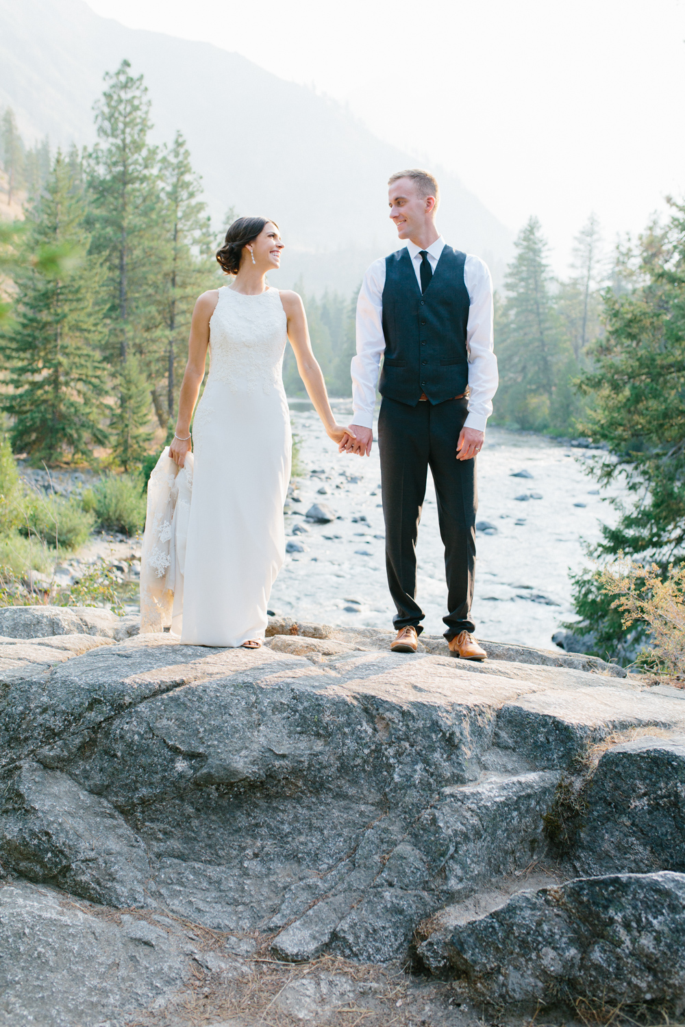Grey and White Wedding in the Mountains of Leavenworth, Washington | Sleeping Lady | Classic and Timeless Wedding | VSCO | Stunning Mountain Top Bride and Groom Portraits on the Icicle River.jpg-1420.jpg