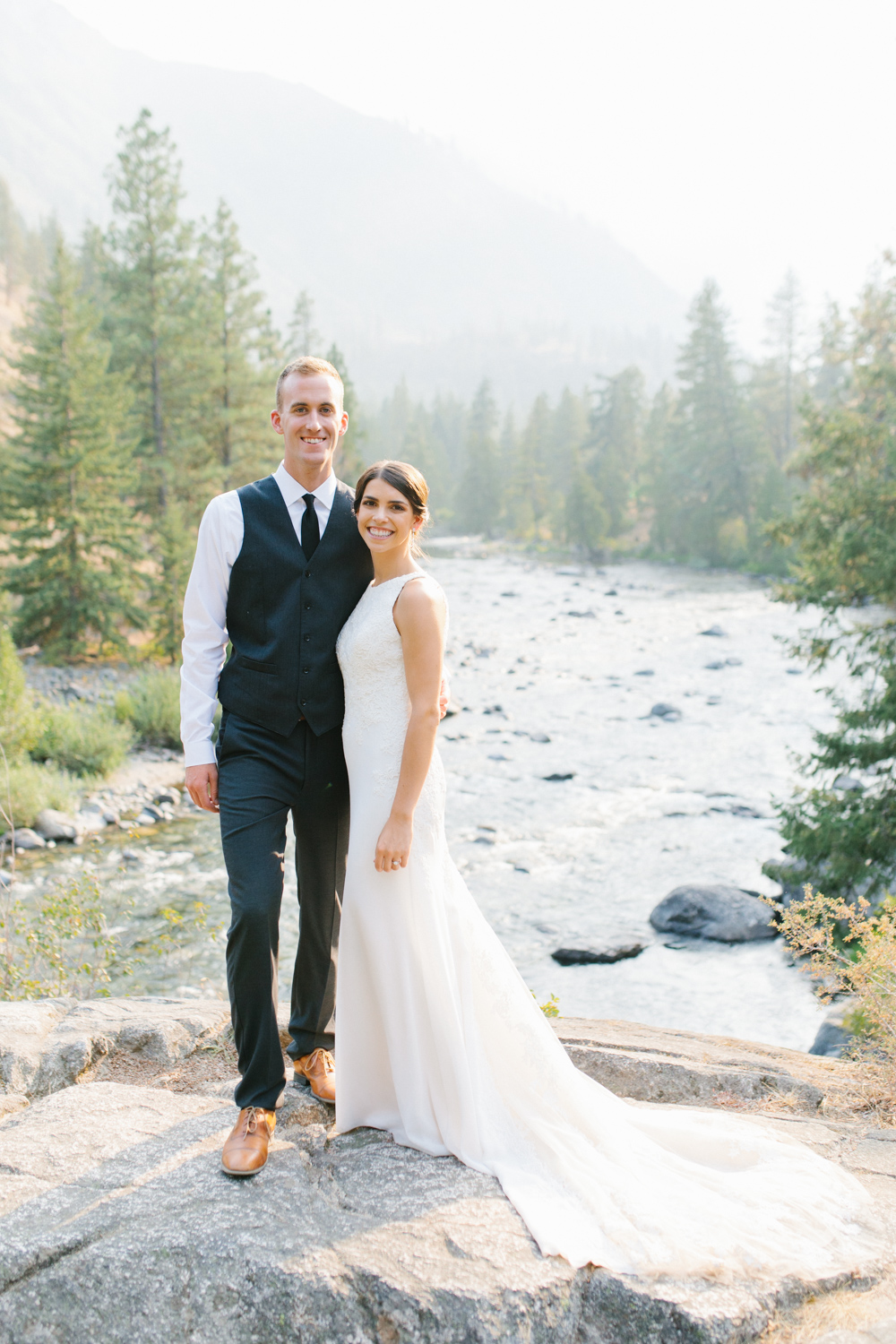 Grey and White Wedding in the Mountains of Leavenworth, Washington | Sleeping Lady | Classic and Timeless Wedding | VSCO | Stunning Mountain Top Bride and Groom Portraits on the Icicle River.jpg-3301.jpg