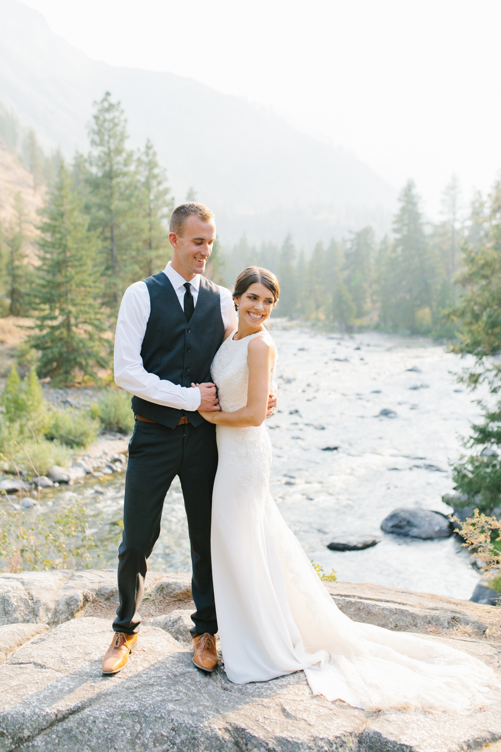 Grey and White Wedding in the Mountains of Leavenworth, Washington | Sleeping Lady | Classic and Timeless Wedding | VSCO | Stunning Mountain Top Bride and Groom Portraits on the Icicle River.jpg-3310.jpg