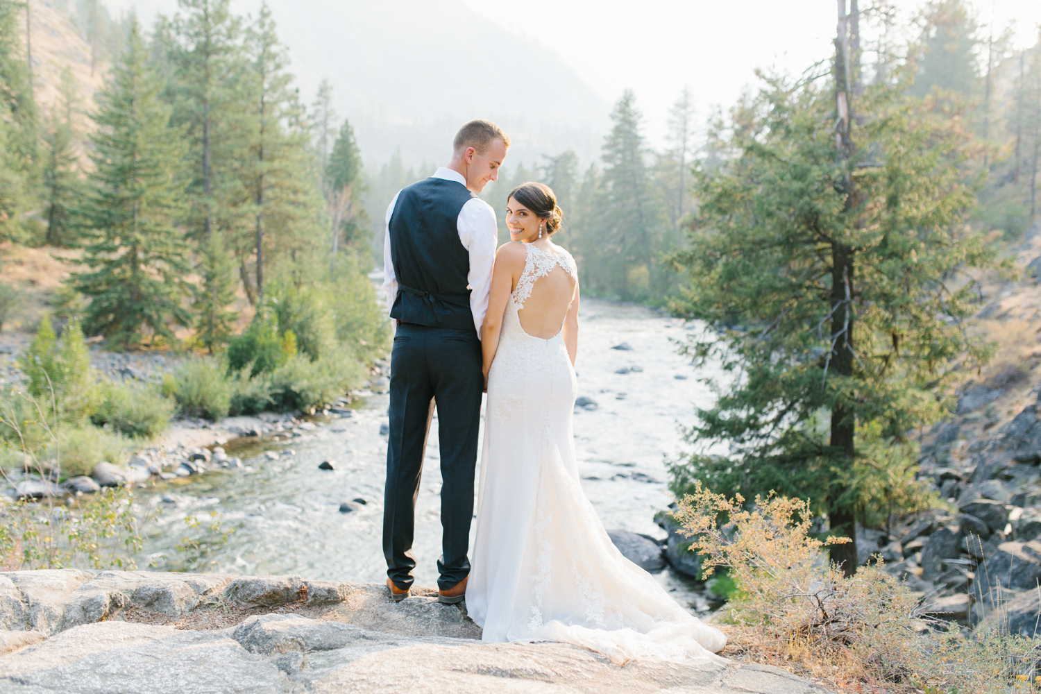 Grey and White Wedding in the Mountains of Leavenworth, Washington | Sleeping Lady | Classic and Timeless Wedding | VSCO | Stunning Mountain Top Bride and Groom Portraits on the Icicle River.jpg-3343.jpg