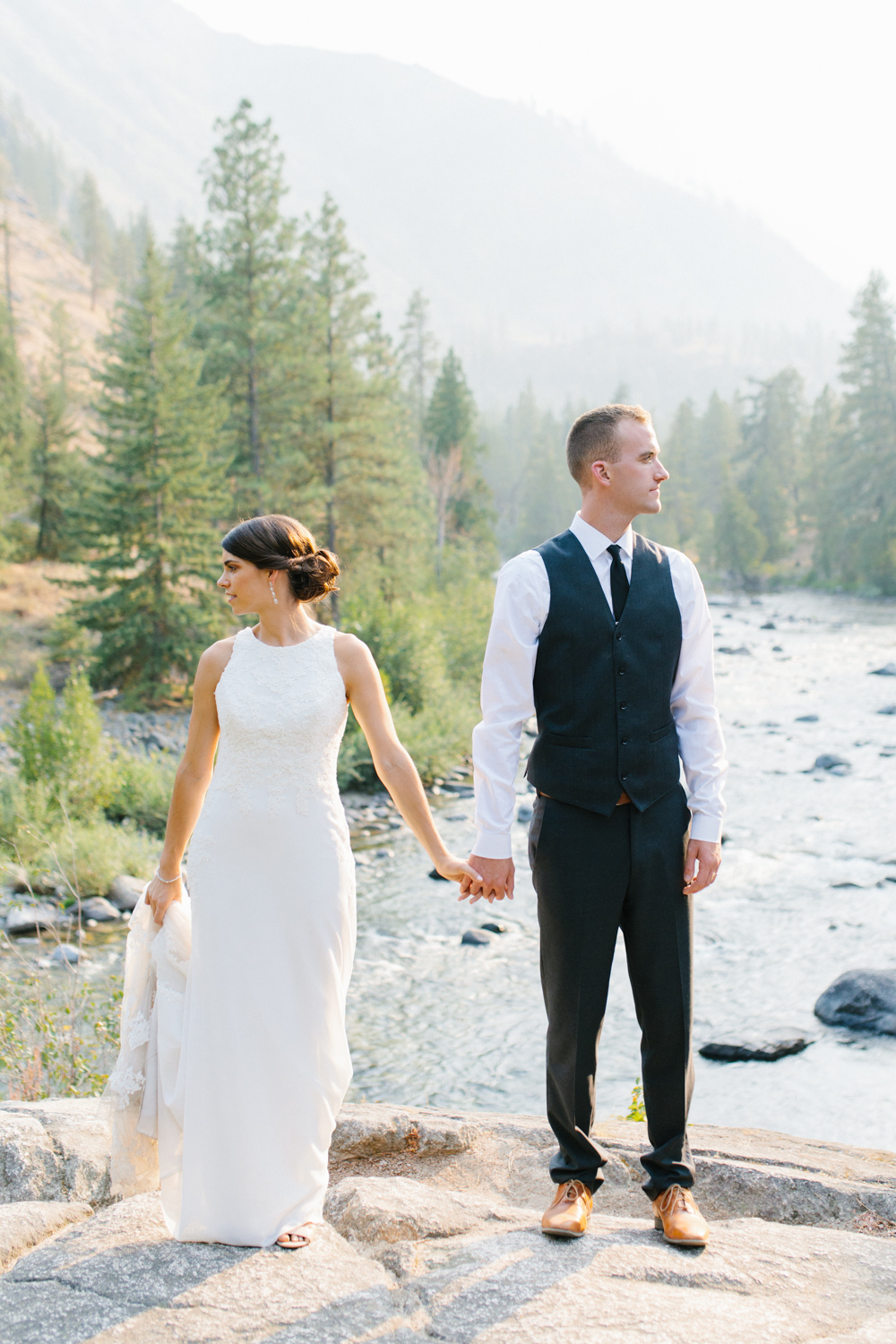 Grey and White Wedding in the Mountains of Leavenworth, Washington | Sleeping Lady | Classic and Timeless Wedding | VSCO | Stunning Mountain Top Bride and Groom Portraits on the Icicle River.jpg-3375.jpg