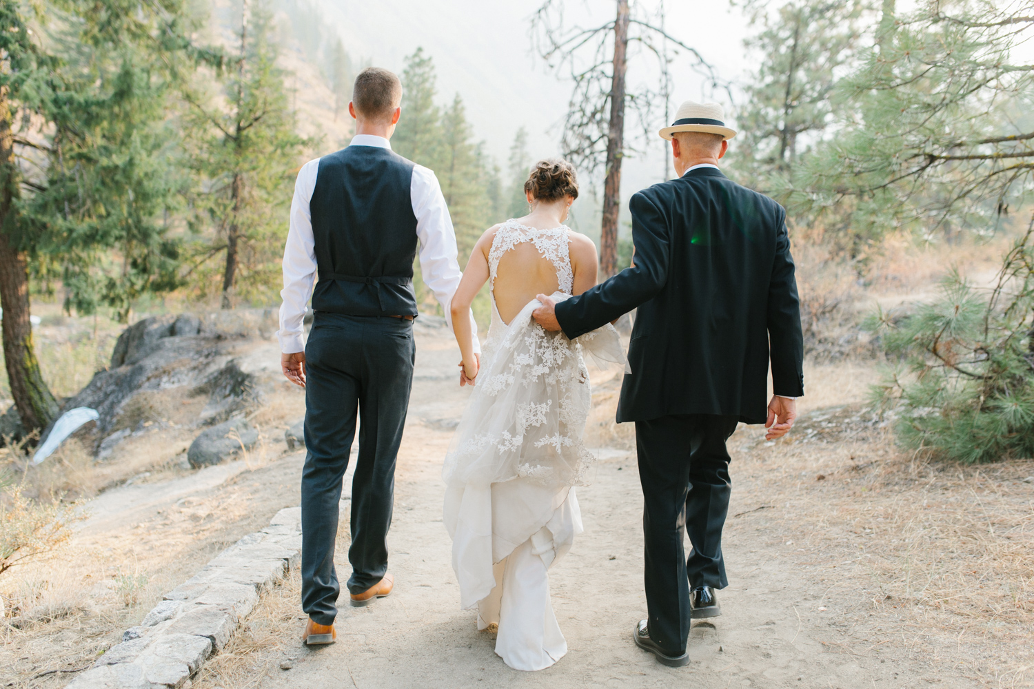 Grey and White Wedding in the Mountains of Leavenworth, Washington | Sleeping Lady | Classic and Timeless Wedding | VSCO | Stunning Mountain Top Bride and Groom Portraits on the Icicle River.jpg-3405.jpg