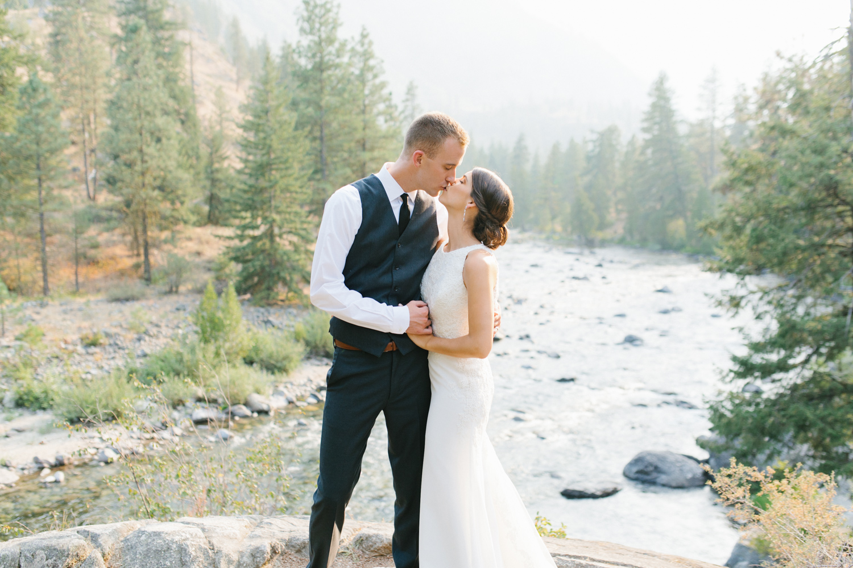 Grey and White Wedding in the Mountains of Leavenworth, Washington | Sleeping Lady | Classic and Timeless Wedding | VSCO | Emma Rose Company.jpg-2.jpg