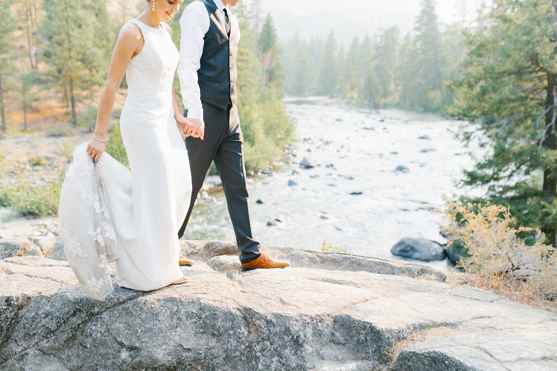 Grey and White Wedding in the Mountains of Leavenworth, Washington | Sleeping Lady | Classic and Timeless Wedding | VSCO | Emma Rose Company.jpg-1.jpg