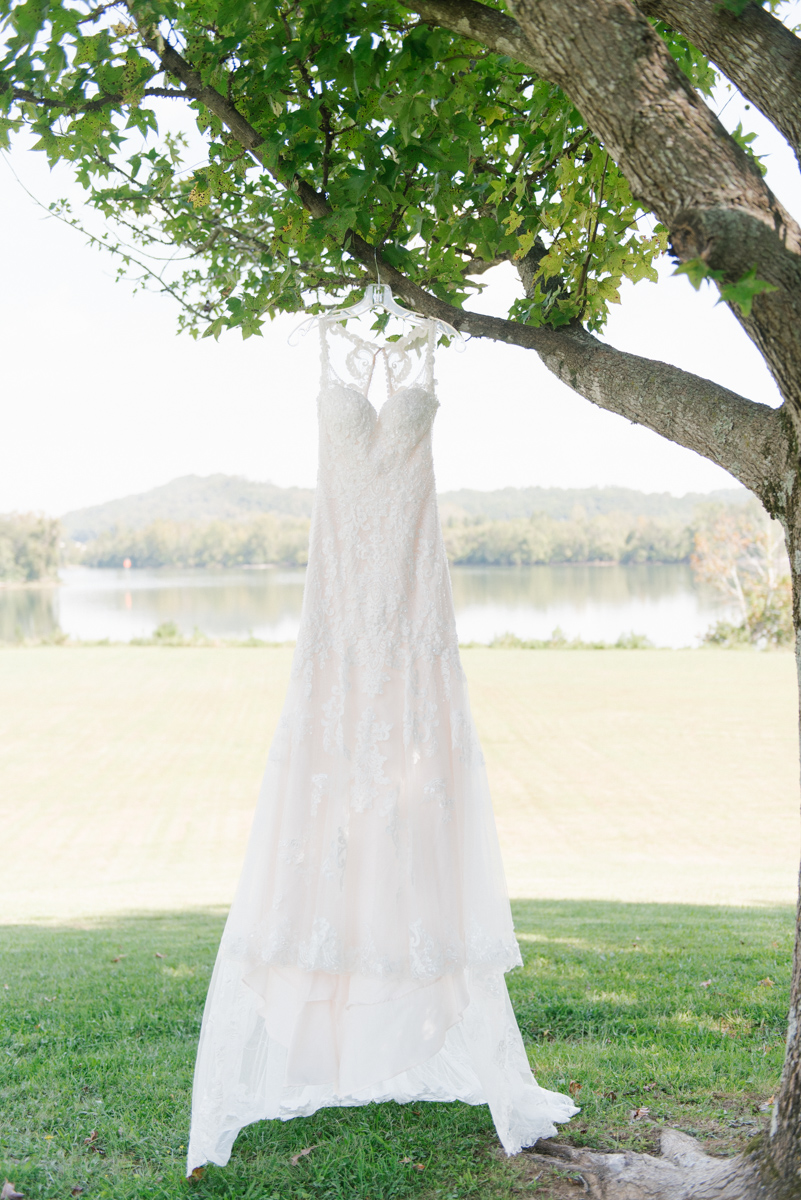 Southern Wedding | Tennessee River Place Wedding Chattanooga TN | Emma Rose Company | Wedding in the South | Gorgeous Wedding Details | VSCO | Southern Bride-5.jpg