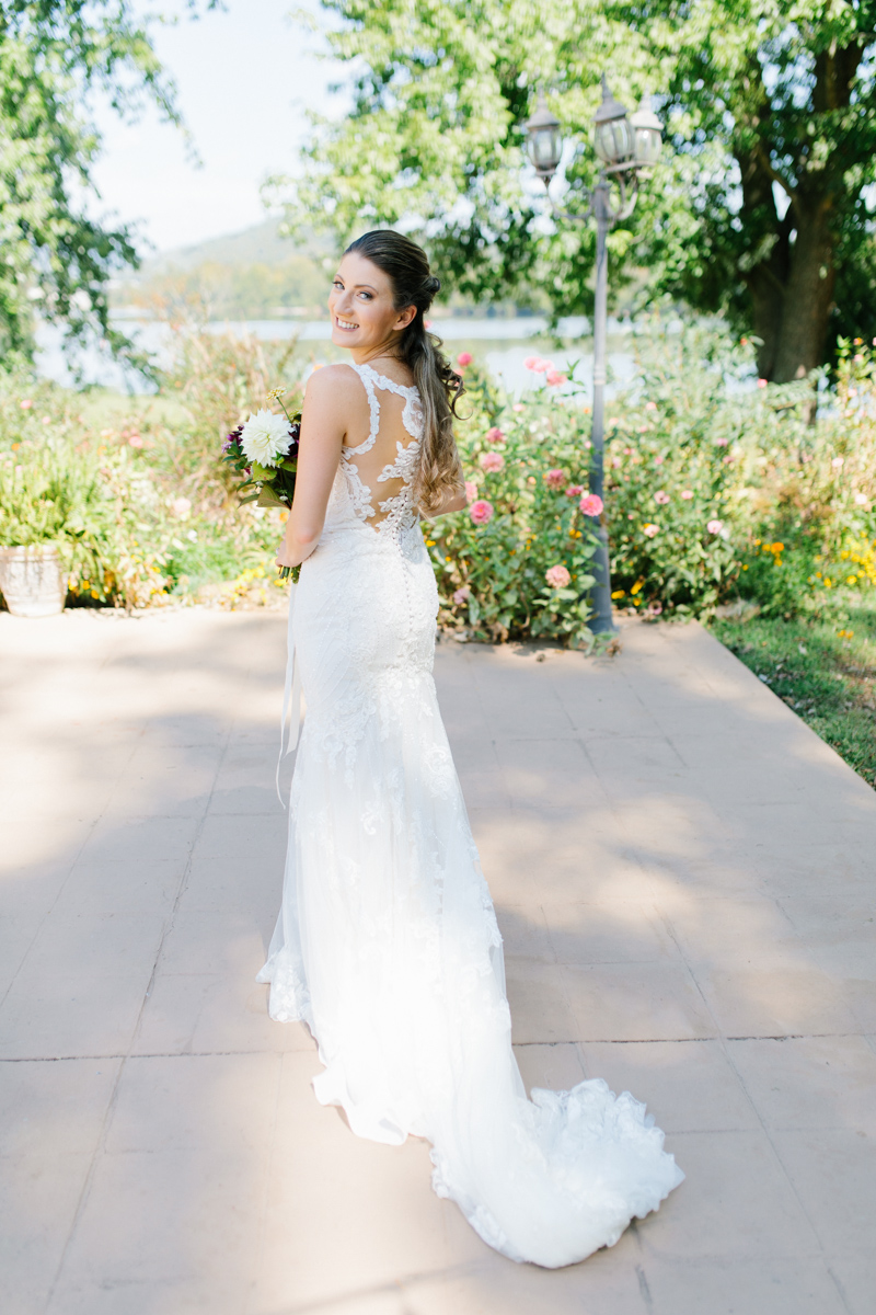 Southern Wedding | Tennessee River Place Wedding Chattanooga TN | Emma Rose Company | Wedding in the South | Gorgeous Bridal Portraits | VSCO | Southern Bride-7.jpg