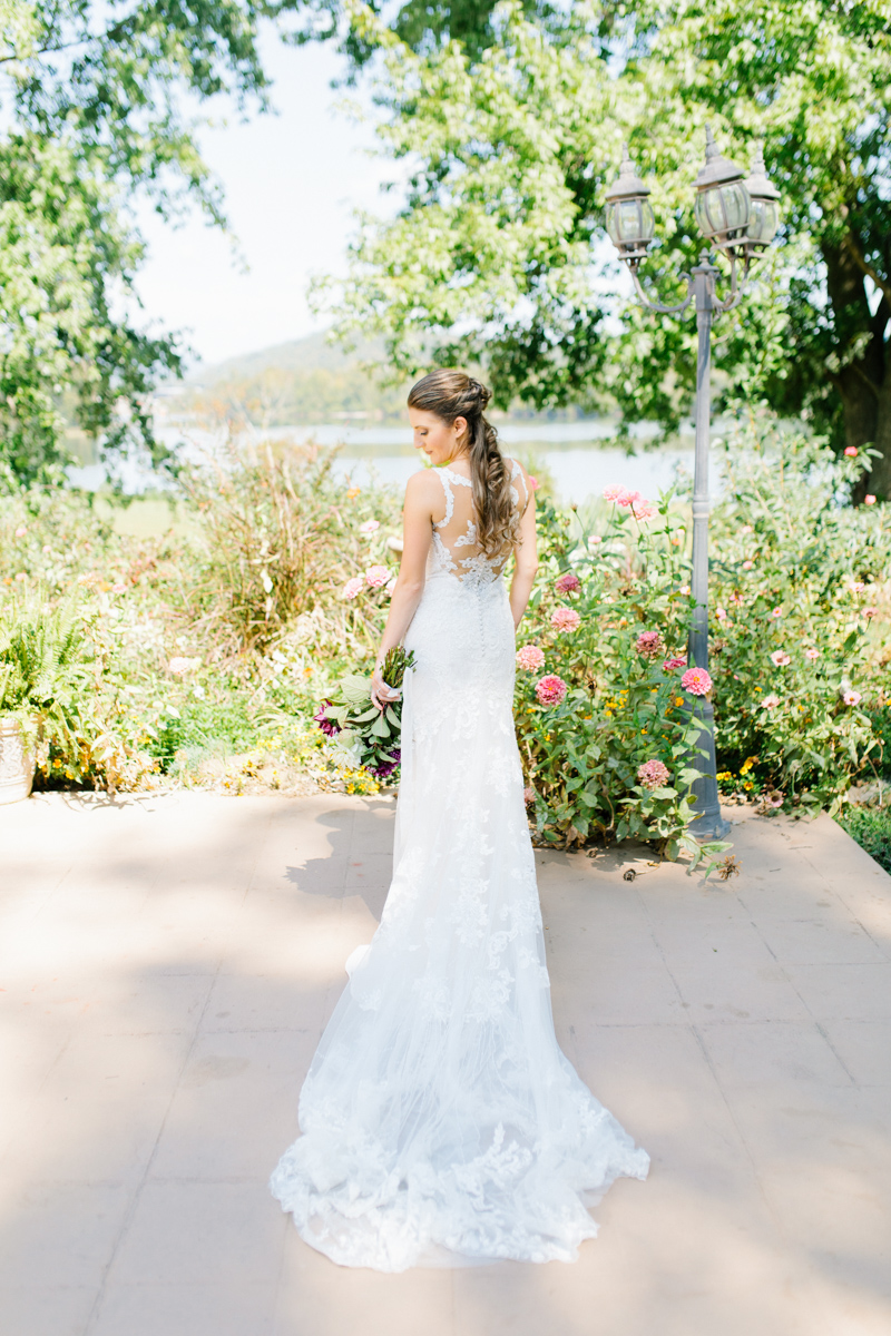 Southern Wedding | Tennessee River Place Wedding Chattanooga TN | Emma Rose Company | Wedding in the South | Gorgeous Bridal Portraits | VSCO | Southern Bride-9.jpg