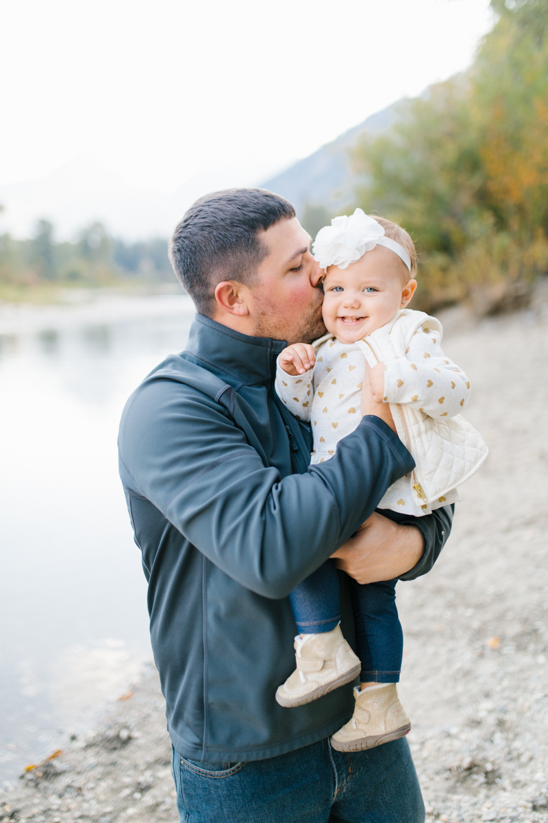 A Beautiful Fall Family Photo Session | What to Wear to Fall Photos | Leavenworth Washington Family Photographer | Emma Rose Company | Gorgeous Sunset Fall Family Portrait Session | Enchantment Park Leavenworth, Washington-6.jpg