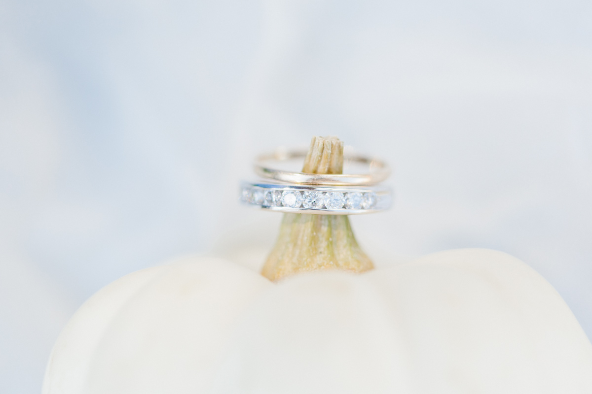 Stunning Fall Washington Wedding | PNW Wedding | Seattle Wedding Photographer Light and Airy | VSCO | Emma Rose Company Photography | Hydrangea Wedding Dress | Wedding Details | Non Traditional Wedding Gown-6.jpg