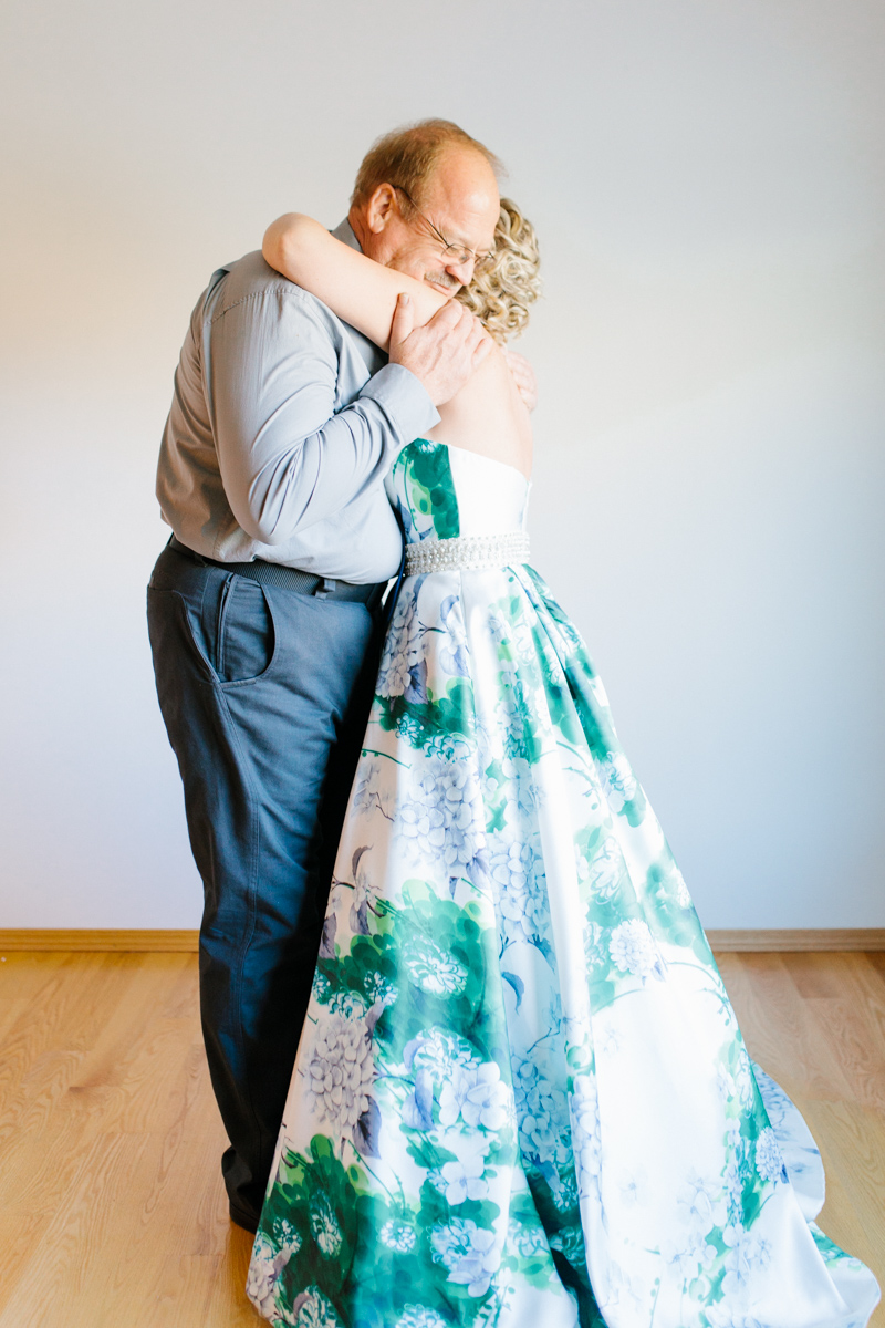 Stunning Fall Washington Wedding | PNW Wedding | Seattle Wedding Photographer Light and Airy | VSCO | Emma Rose Company Photography | Hydrangea Wedding Dress | Wedding Details | Non Traditional Wedding Gown-14.jpg