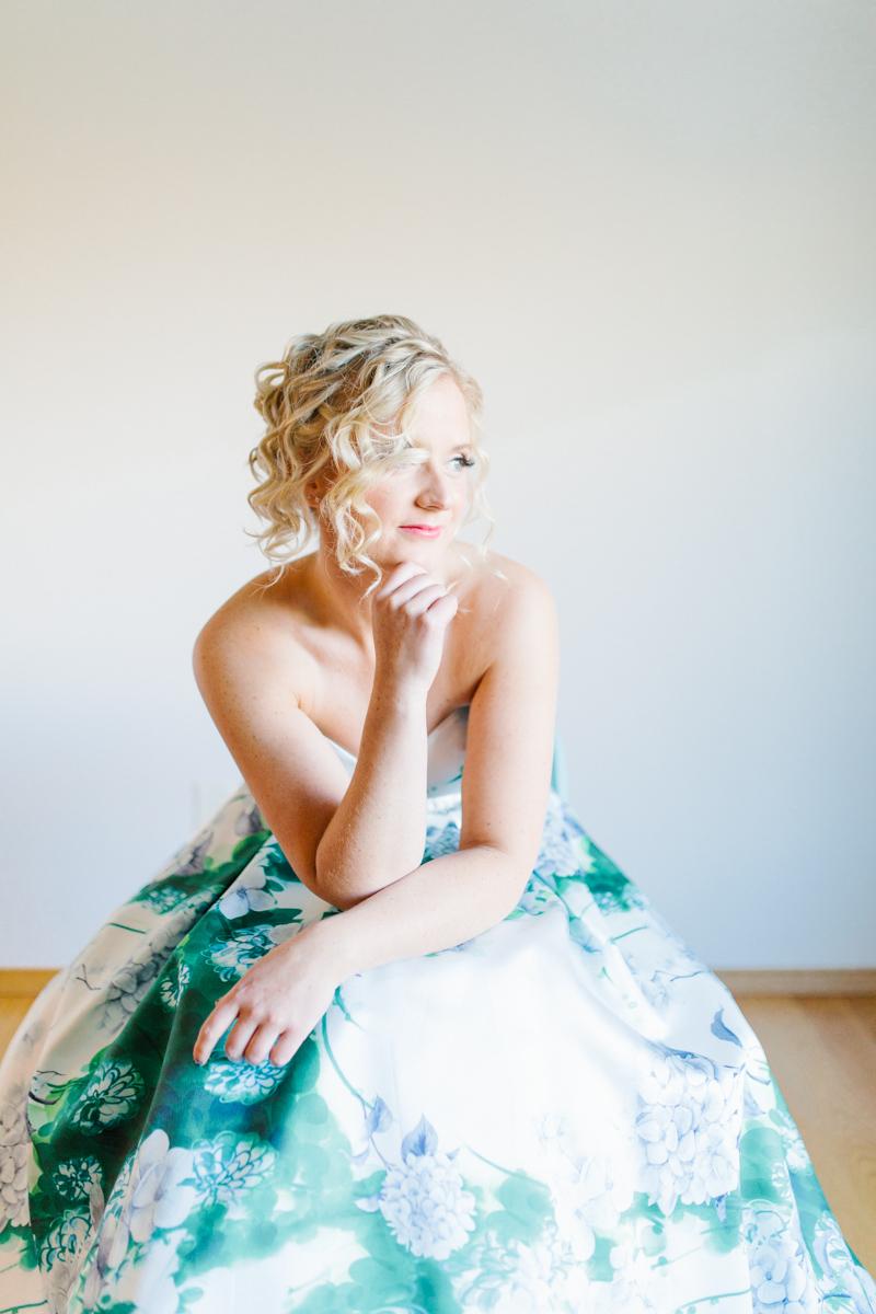 Stunning Fall Washington Wedding | PNW Wedding | Seattle Wedding Photographer Light and Airy | VSCO | Emma Rose Company Photography | Hydrangea Wedding Dress | Wedding Details | Non Traditional Wedding Gown-16.jpg