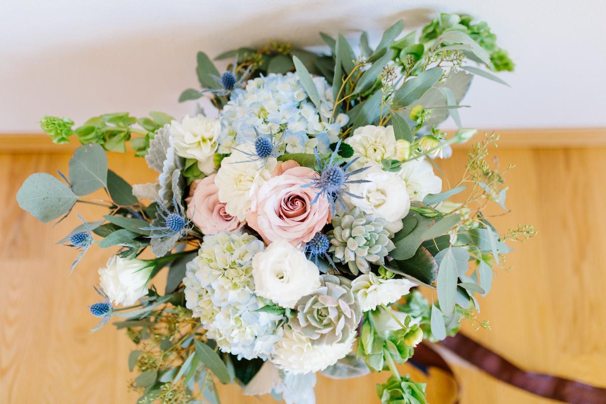 Stunning Fall Washington Wedding | PNW Wedding | Seattle Wedding Photographer Light and Airy | VSCO | Emma Rose Company Photography | Hydrangea Wedding Dress | Wedding Details | Non Traditional Wedding Gown-17.jpg