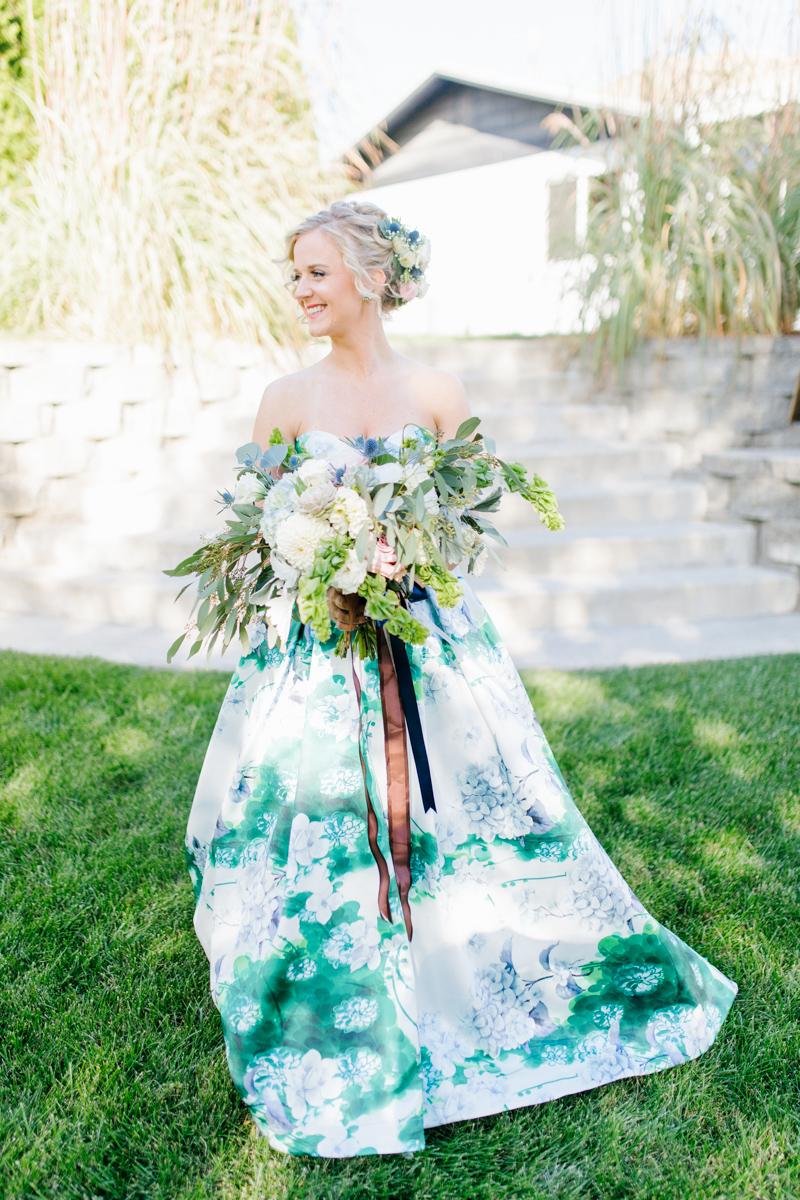 Stunning Fall Washington Wedding | PNW Wedding | Seattle Wedding Photographer Light and Airy | VSCO | Emma Rose Company Photography | Hydrangea Wedding Dress | Wedding Details | Non Traditional Wedding Gown-18.jpg