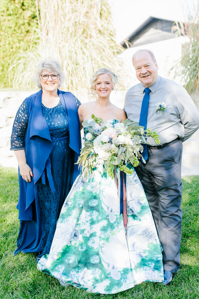 Stunning Fall Washington Wedding | PNW Wedding | Seattle Wedding Photographer Light and Airy | VSCO | Emma Rose Company Photography | Hydrangea Wedding Dress | Wedding Details | Non Traditional Wedding Gown-19.jpg