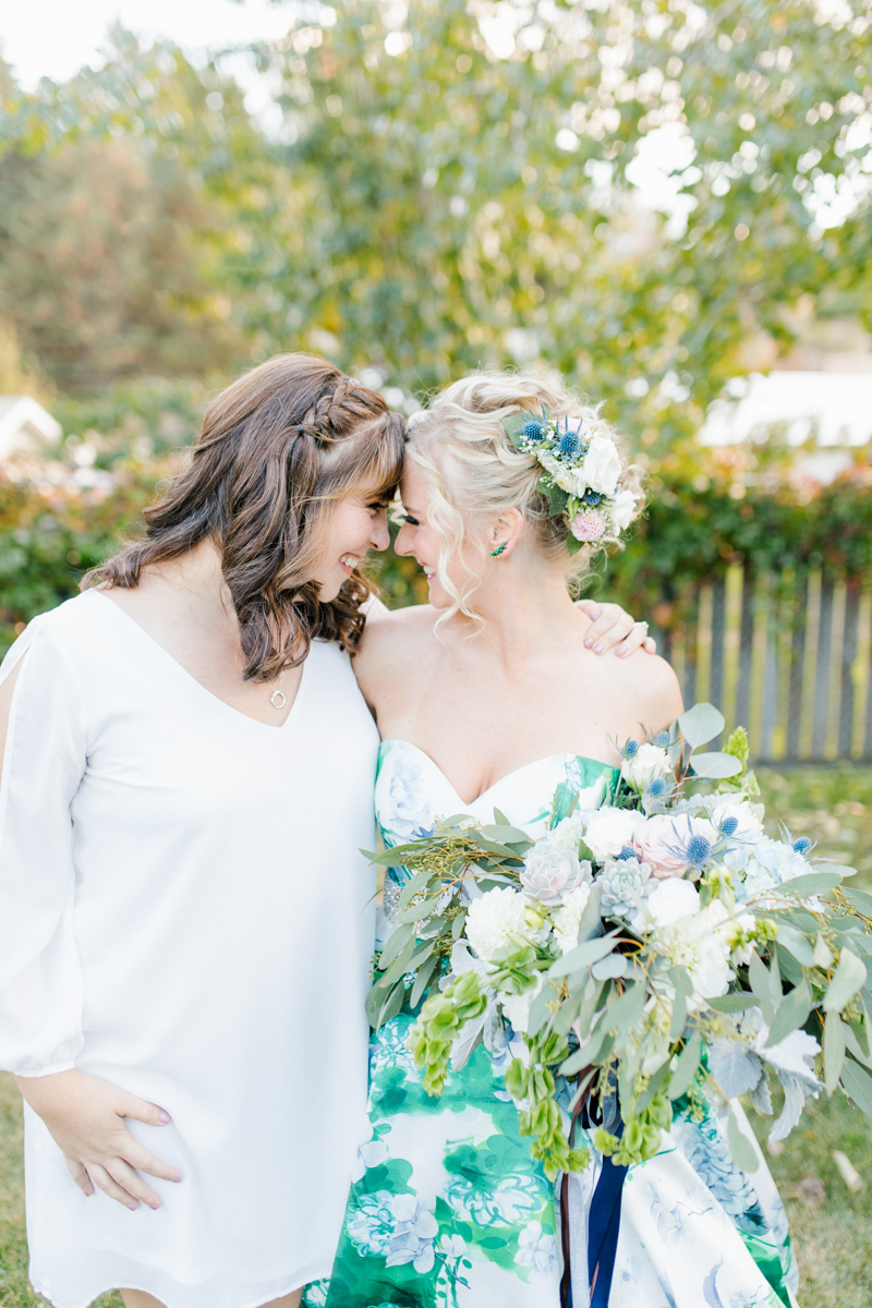 Stunning Fall Washington Wedding | PNW Wedding | Seattle Wedding Photographer Light and Airy | VSCO | Emma Rose Company Photography | Hydrangea Wedding Dress | Wedding Details | Non Traditional Wedding Gown-21.jpg