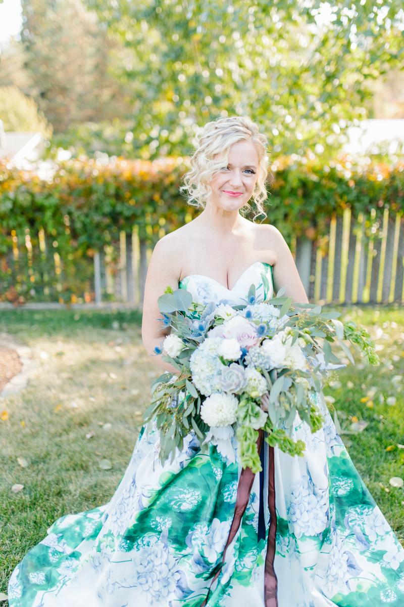 Stunning Fall Washington Wedding | PNW Wedding | Seattle Wedding Photographer Light and Airy | VSCO | Emma Rose Company Photography | Hydrangea Wedding Dress | Wedding Details | Non Traditional Wedding Gown-26.jpg