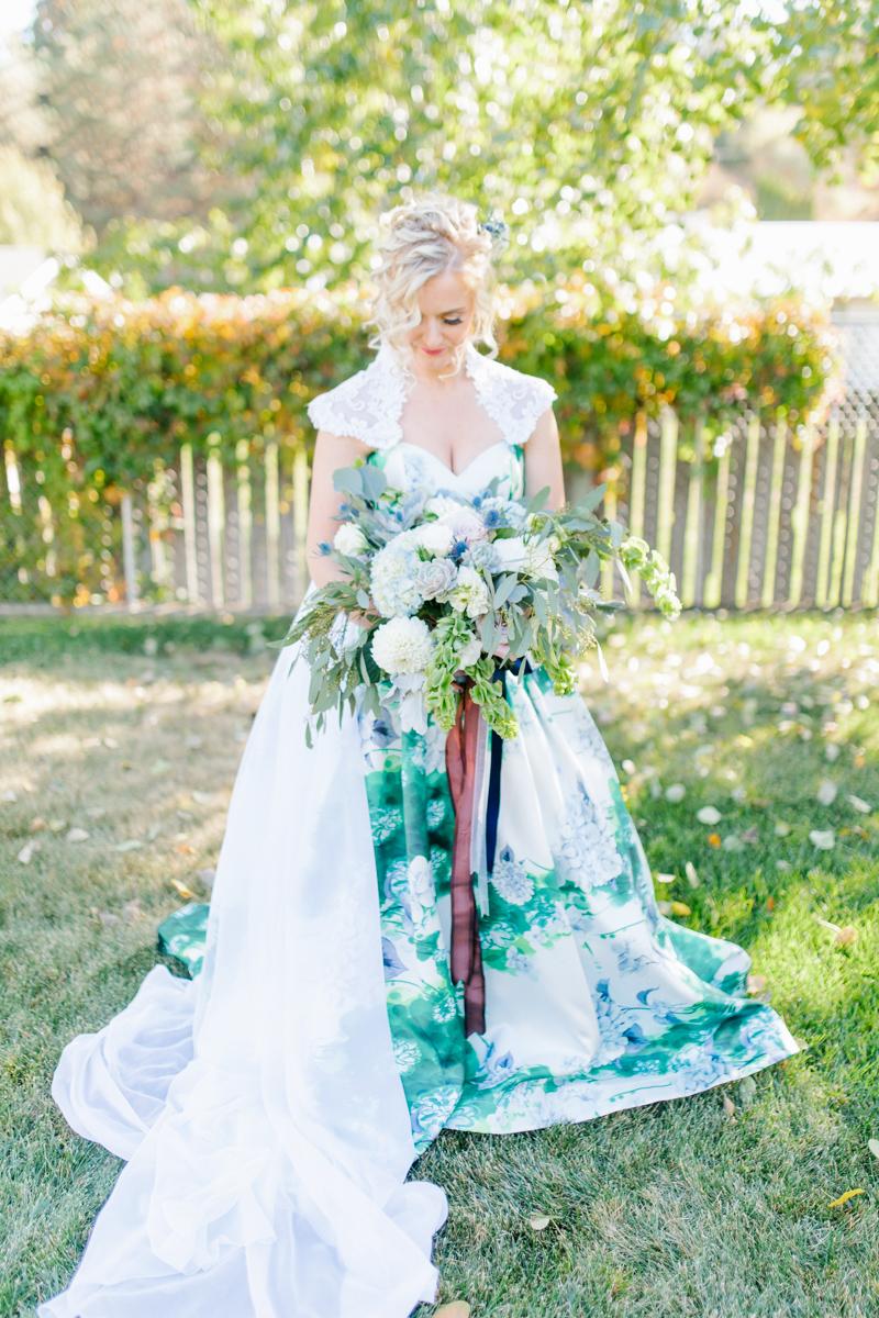 Stunning Fall Washington Wedding | PNW Wedding | Seattle Wedding Photographer Light and Airy | VSCO | Emma Rose Company Photography | Hydrangea Wedding Dress | Wedding Details | Non Traditional Wedding Gown-35.jpg