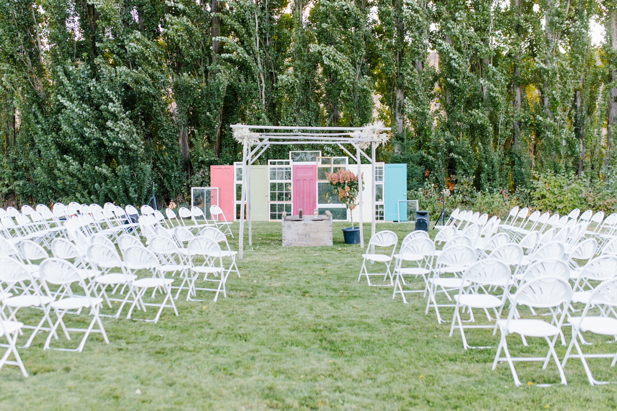 Stunning Fall Washington Wedding | PNW Wedding | Seattle Wedding Photographer Light and Airy | VSCO | Emma Rose Company Photography | Hydrangea Wedding Dress | Wedding Details | Non Traditional Wedding Gown-41.jpg
