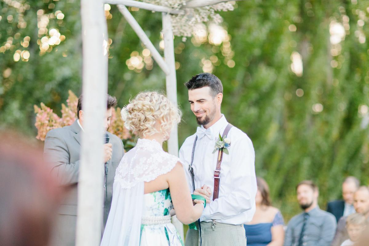 Stunning Fall Washington Wedding | PNW Wedding | Seattle Wedding Photographer Light and Airy | VSCO | Emma Rose Company Photography | Hydrangea Wedding Dress | Wedding Details | Non Traditional Wedding Gown-59.jpg